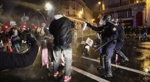 ANALİZ - Fransa'da polis şiddetinin yol açtığı siyasi kriz