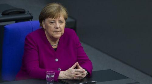 Merkel, Kovid-19'a karşı aşı geliştiren Türk bilim insanlarını övdü
