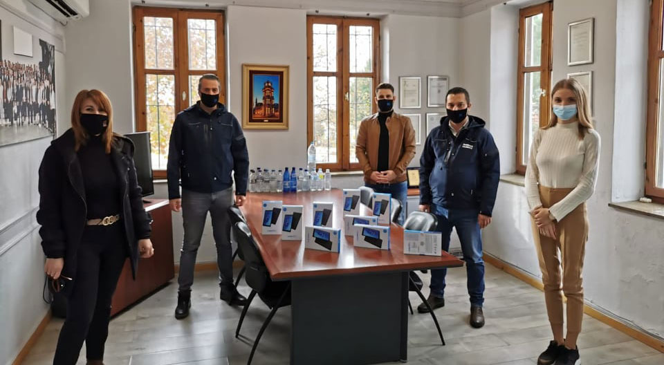 Yassıköy Belediye'sinden okullara toplam 63 tablet