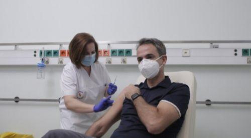 Miçotakis'in koronavirüs aşısı olurken çekilen fotoğrafına tepki