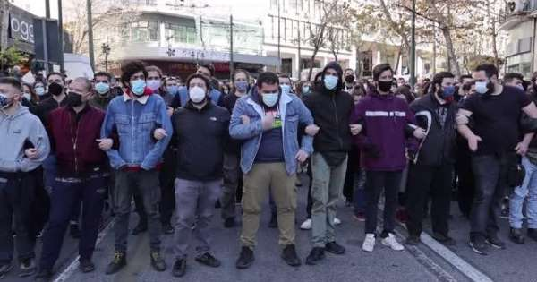Atina'da öğrencilerden yasağa rağmen protesto gösterisi