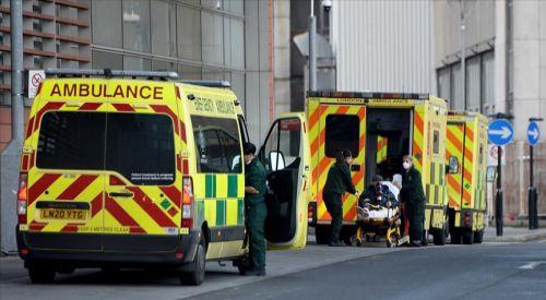 İngiltere'de Kovid-19 nedeniyle bir günde 1200 kişi öldü