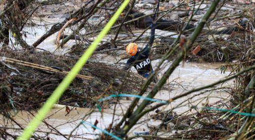 İzmir'de sel nedeniyle hayatını kaybedenlerin sayısı 2'ye yükseldi