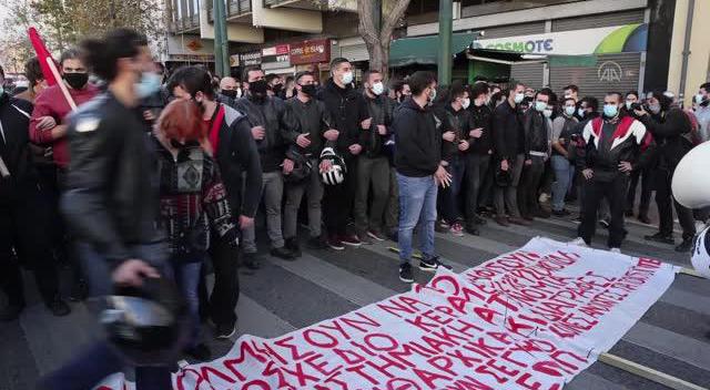 Atina'da öğrencilerden protesto gösterisi