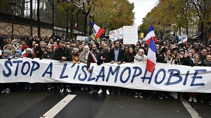 Fransa'nın dayatmalarını kabul etmeyen Müslümanlar baskı altında