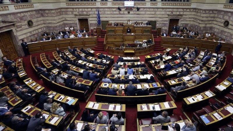 """Parlamento tartışmalı """"eğitim reformu paketini"""" onayladı"""