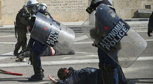 Atina'da Kovid-19 kısıtlaması karşıtı gösteriye polis müdahale etti