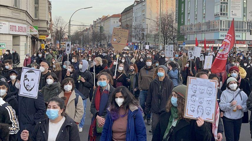 Irkçı terör saldırısında hayatını kaybedenler için binlerce kişi yürüdü