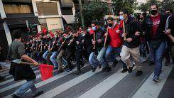 """Üniversite öğrencileri """"kampüs polisi"""" yasasını protesto etti"""