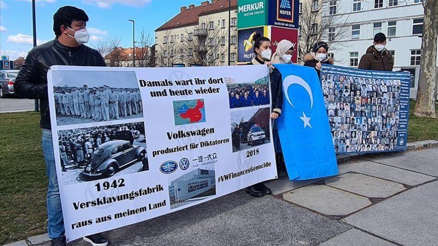 Avusturya: Uygur Türkleri, Volkswagen firmasını protesto etti