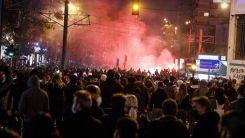 Miçotakis'in polis devletine isyan büyüyor! Holiganlar sokağa indi