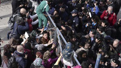 Korinthos'daki göçmen kampında yaşanan intiharın ardından ortalık karıştı