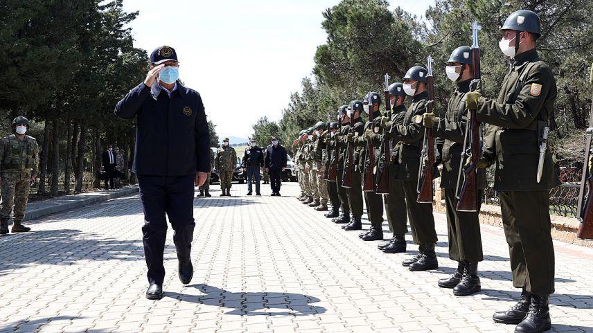 Türkiye Milli Savunma Bakanı Akar, Gökçeada'da komandolarla bir araya geldi