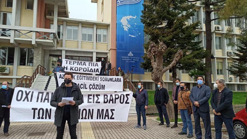 Azınlık, encümenlerle ilgili talebini protestolarla yineledi