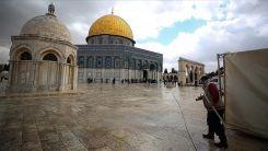 Mescid-i Aksa yüzlerce Filistinlinin gönüllü çalışmasıyla ramazana hazırlandı