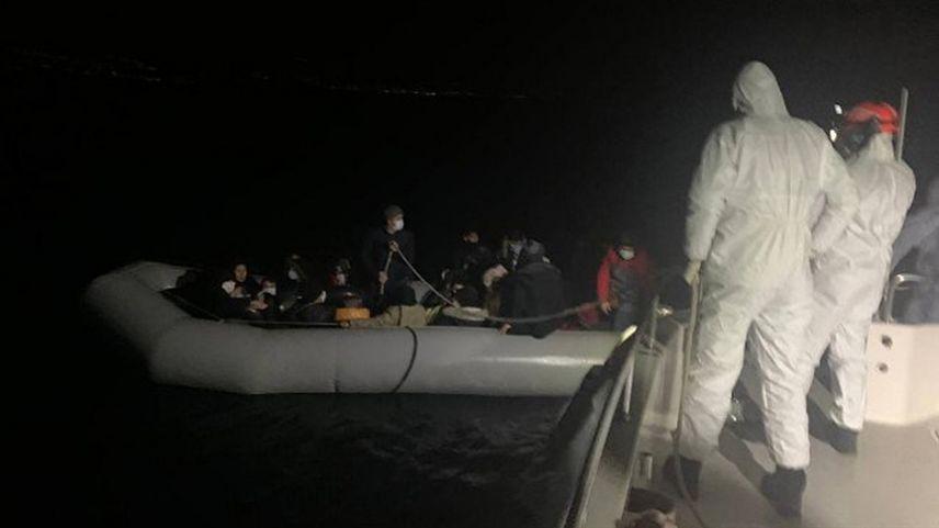 Bakan Soylu, Yunanistan güvenlik güçlerinin yakmaya çalıştığı düzensiz göçmenin videosunu paylaştı