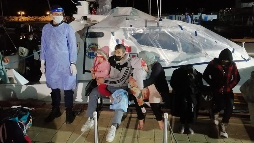 Yunanistan tarafından geri itilen 101 düzensiz göçmen kurtarıldı