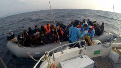 Ölüme terk edilen kaçak göçmenler kurtarıldı