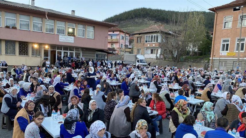 Bulgaristan'daki Müslüman Türkler 'Kardeşlik Sofrası'nda buluştu