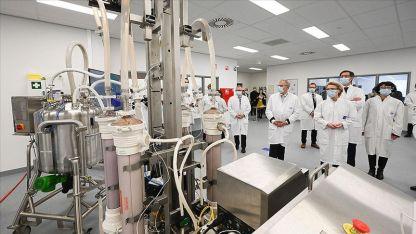AB'den BioNTech-Pfizer ile 1,8 milyar dozluk aşı sözleşmesine onay