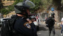 Tel Aviv yakınlarında çok sayıda Yahudi bir Filistinliyi linç etmek istedi