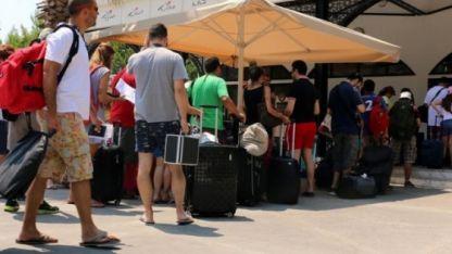 Turistler Yunanistan'a gelmeye başladı