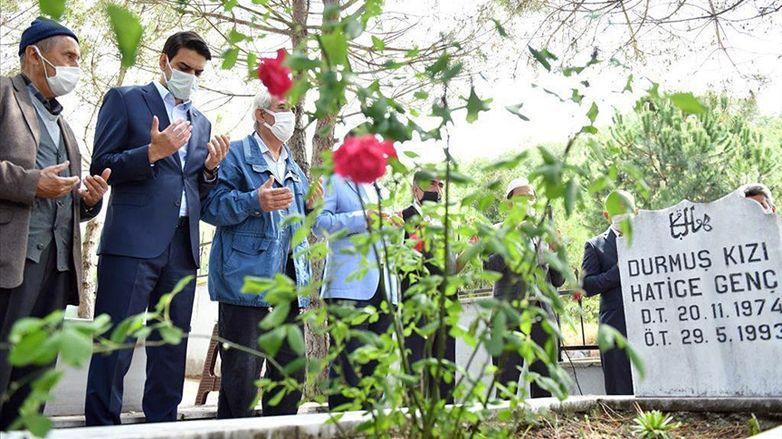 YTB Başkanı Eren, Solingen'deki ırkçı saldırının kurbanlarını mezarları başında andı