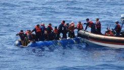 Yunanistan'dan geri itilen 17 düzensiz göçmen kurtarıldı