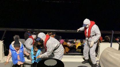 Ege'de ölüme terk edilen 55 düzensiz göçmen kurtarıldı