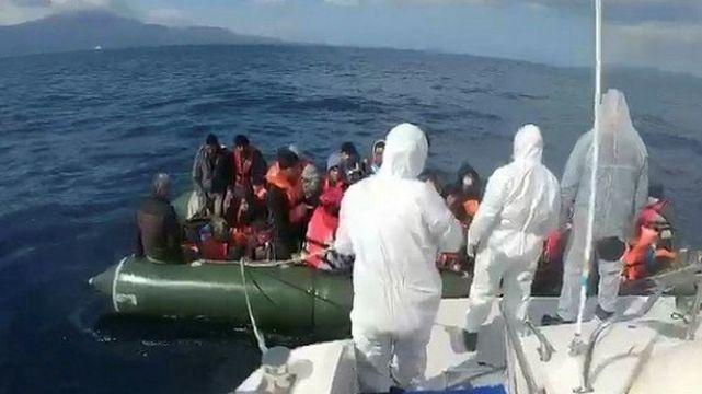 Demir çubukla dövülüp ölüme terk edilen göçmenler kurtarıldı