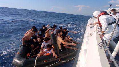 Türk kara sularına geri itilen 100 kaçak göçmen kurtarıldı