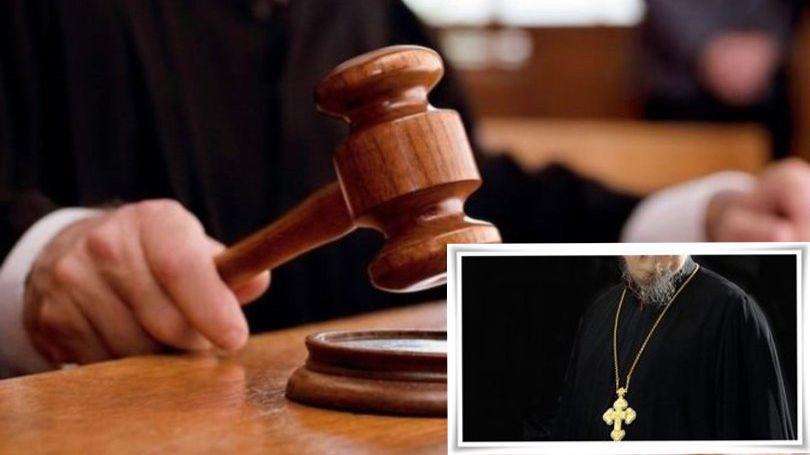 Atina'da papazdan mahkemede kezzaplı saldırı