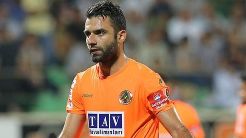 Yunan futbolcu Tzavellas Alanyaspor'dan ayrıldı