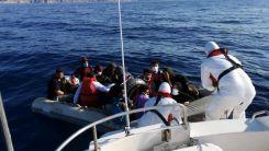 Yunanistan'ın geri ittiği 32 düzensiz göçmen kurtarıldı