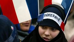Fransa'da Müslümanları hedef alan yasa tasarısı yeniden gündemde