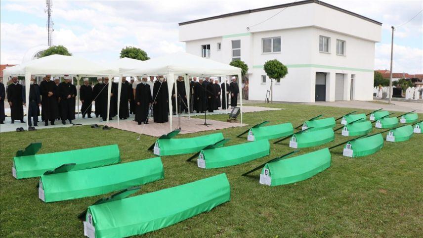 Bosna savaşının 18 isimsiz kurbanı Brçko'da toprağa verildi