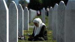Srebrenitsa'daki Potoçari Anıt Mezarlığı soykırım kurbanlarının defnedilmesiyle sessizliğe büründü