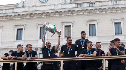 İtalya Milli Takımı Roma'da şampiyonluk turu attı