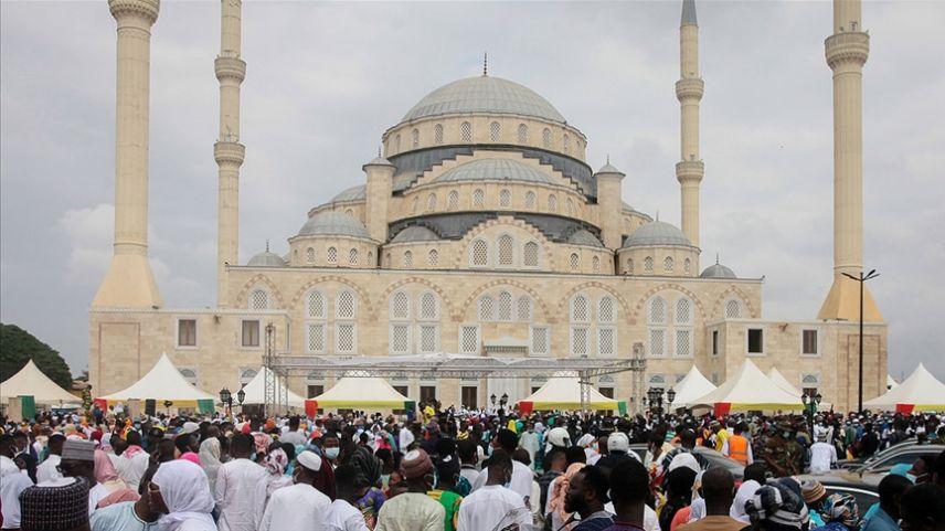 Gana Milli Cami ve Külliyesi, Osmanlı mimarisiyle dikkati çekiyor