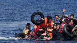 Yunanistan'dan Türk kara sularına geri itilen 15 düzensiz göçmen kurtarıldı