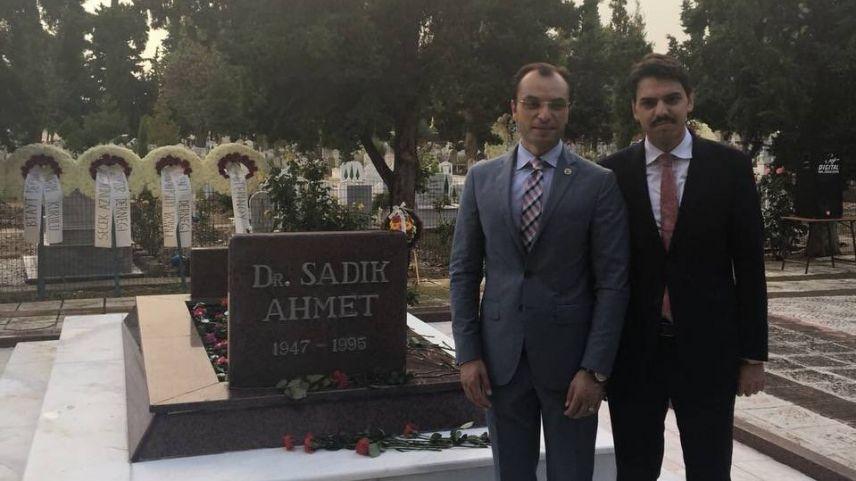 YTB Başkanı Eren'den Dr. Sadık Ahmet'in ölüm yıldönümü dolayısıyla mesaj