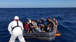 Yunanistan'dan Türkiye'ye geri itilen 14 düzensiz göçmen kurtarıldı