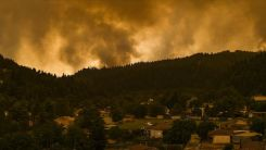 Yunanistan'da orman yangınlarıyla mücadele sürüyor