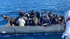 Yunanistan'dan geri itilen mülteciler kurtarıldı