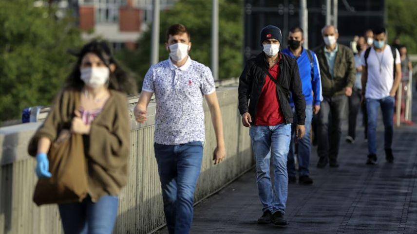 Yunanistan'da açık alanda yeniden maske zorunluluğu