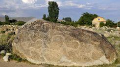 Kırgızistan, en eski sanat eseri olarak kabul edilen petrogliflere ev sahipliği yapıyor