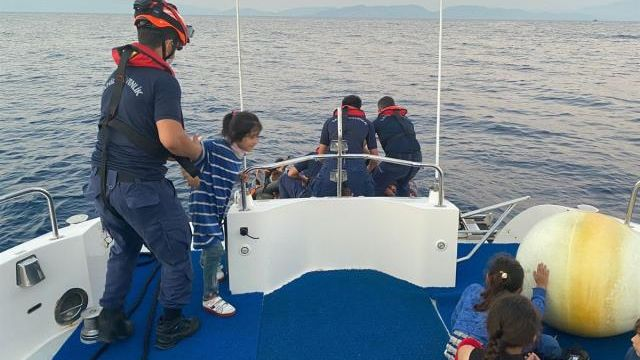 Yunanistan'dan geri itilen 144 düzensiz göçmen kurtarıldı