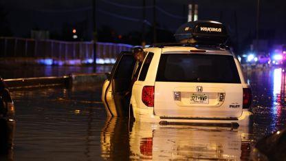 ABD'de şiddetli yağışın neden olduğu sellerde en az 28 kişi öldü