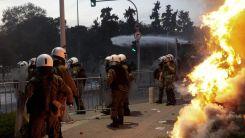 Selanik sokakları karıştı: Polis ile halk çatışmaya girdi