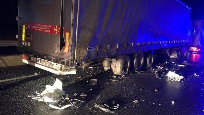 İpsala'da Yunanistan'a çıkmak için bekleyen tıra çarpan otomobilin sürücüsü öldü